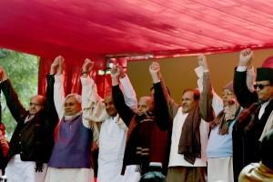 New Delhi: SP Chief Mulayam Singh Yadav with RJD president Lalu Prasad Yadav, JDU chief Sharad Yadav,JDS chief H D Deve Gowda and JDU leadr Nitish Kumar during the protest by Janta Parivar at Jantar Mantar in New Delhi on Monday.Credit: Atul Yadav/PTI