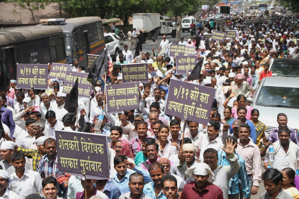 Thousands of farmers from 17 villages hold a rally in Thane on May 26  to demand the return of lands which were acquired for construction of an airport near Nevali village in Thane district. PTI Photo.