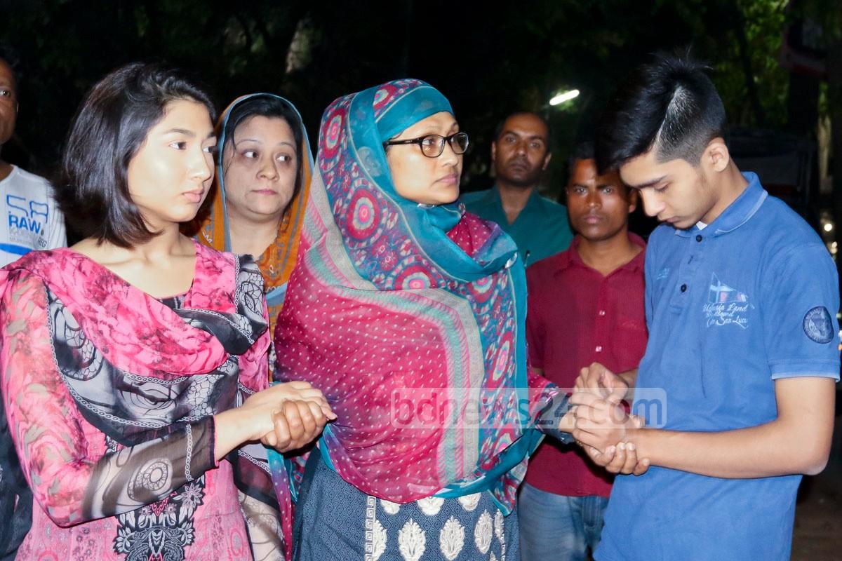 BNP leader Salahuddin Ahmed's wife Hasina Ahmed meets party chief Khaleda Zia at her Dhaka office (Credit: Asaduzzaman Pramanik/ bdnews24.com)