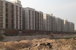 No Man's Land between the Muslim ghetto of Juhapura and beyond, 'Hindu' housing (Deutscheradio)