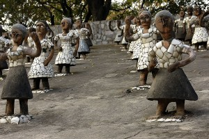 1200px-Dancing_girls_at_Rock_Garden,_Chandigarh