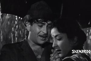 A scene from the song 'Pyaar hua ikraar hua'. Credit: YouTube Screengrab