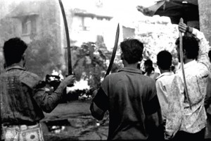 Rioters in Bombay, January 1993. Credit: Sudharak Olwe