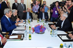 Secretary John Kerry and Iranian Foreign Minister Mohammad Javad Zarif during the nuclear talks in Vienna. Credit: Wikimedia Commons
