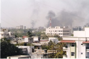 The skyline of Ahmedabad is filled with smoke as buildings were set on fire by rioting mobs in February 2002. Credit: Aksi_great/Wikimedia Commons, CC BY-SA 3.0.