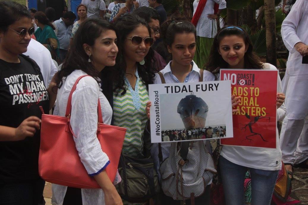 Mumbai citizens protesting against the proposed coastal road project (Photo: Satyen Bordoloi)