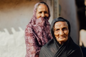 Elderly Ladies, Thalsar Village Gujarat. Credit: Adam Cohn/Flickr CC BY-NC-ND 2.0