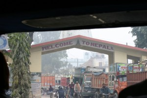 Trucks stranded at the India-Nepal border. Credit: bodhithaj/Flickr, CC BY 2.0