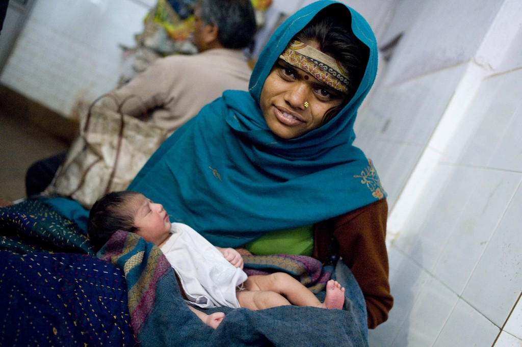 Apex Court Issues Notice to Centre on Maternity Benefits
