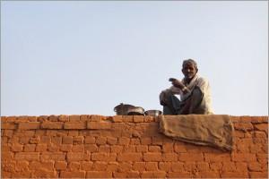 An old man smoking a bidi at a bricks factory. Credit: nevilzaveri/Flickr, CC BY 2.0