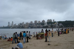 Mumbai's citizens are closely connected to their coastline. (Photo: Marc van der Chijs)