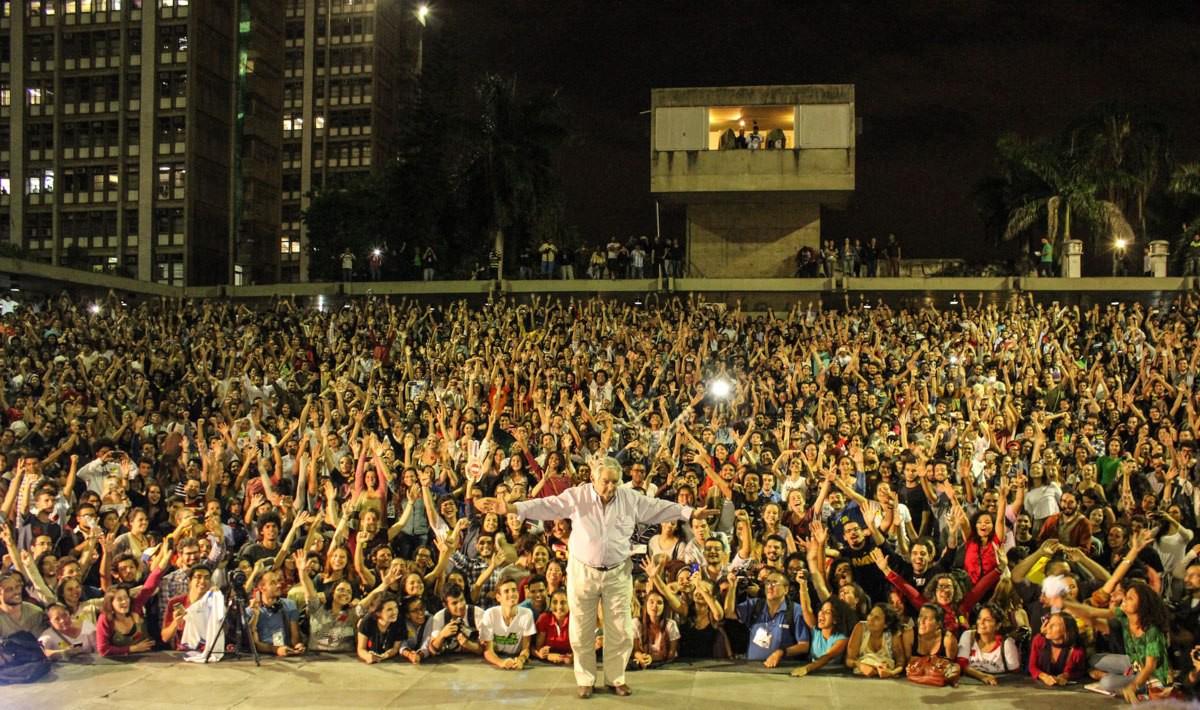 The former Uruguayan president gets a rock-star like reception at Rio University. Credit: Yasmin Botelho