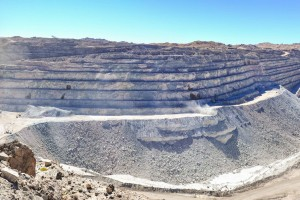 Panoramic Open pit of the Rio Tinto Rössing uranium mine, Namibia. Credit: jbdodane/Flickr CC  BY-NC 2.0