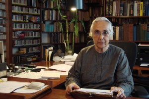 Romila Thapar in her study. Credit: The News on Sunday