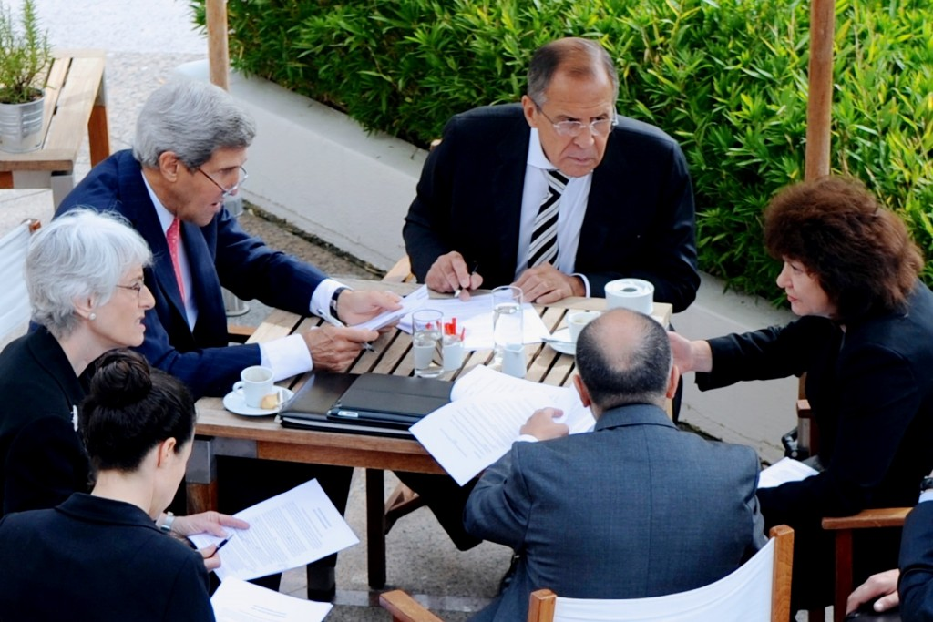 US Secretary of State John Kerry and Russian Foreign Minister Sergei Lavrov, with senior advisers, negotiate the Syrian chemical weapons agreement on September 14, 2013. Credit: U.S. Department of State