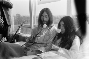 John Lennon and Yoko Ono in the Bed-In-for-peace in Amsterdam in 1969