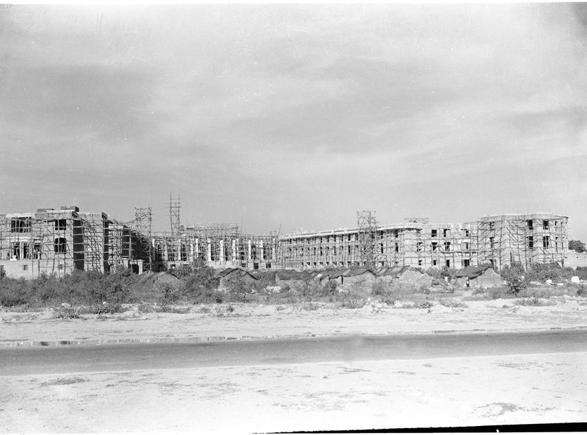 A view of the building of the Supreme Court of India on Harding Avenue (now Tilak Marg), New Delhi, taken on December 24, 1956, while the building was under construction. Credit: Photo Division, GOI