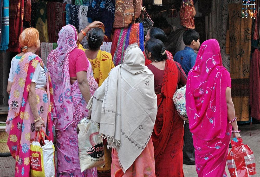 Women shopping in Pushkar. Credit: kkoshy/Flickr, CC BY 2.0