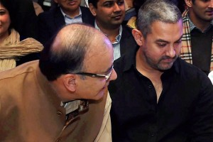 Union Finance Minister Arun Jaitley with actor Aamir Khan at the  Ramnath Goenka  Journalism Awards function  in New Delhi on Monday. Credit: PTI Photo by Shahbaz Khan