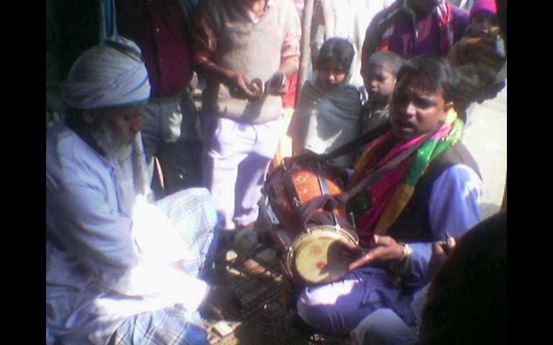Music at the shrine of Ghazi Miyan, Bahraich. Credit: Vipin Patel/YouTube