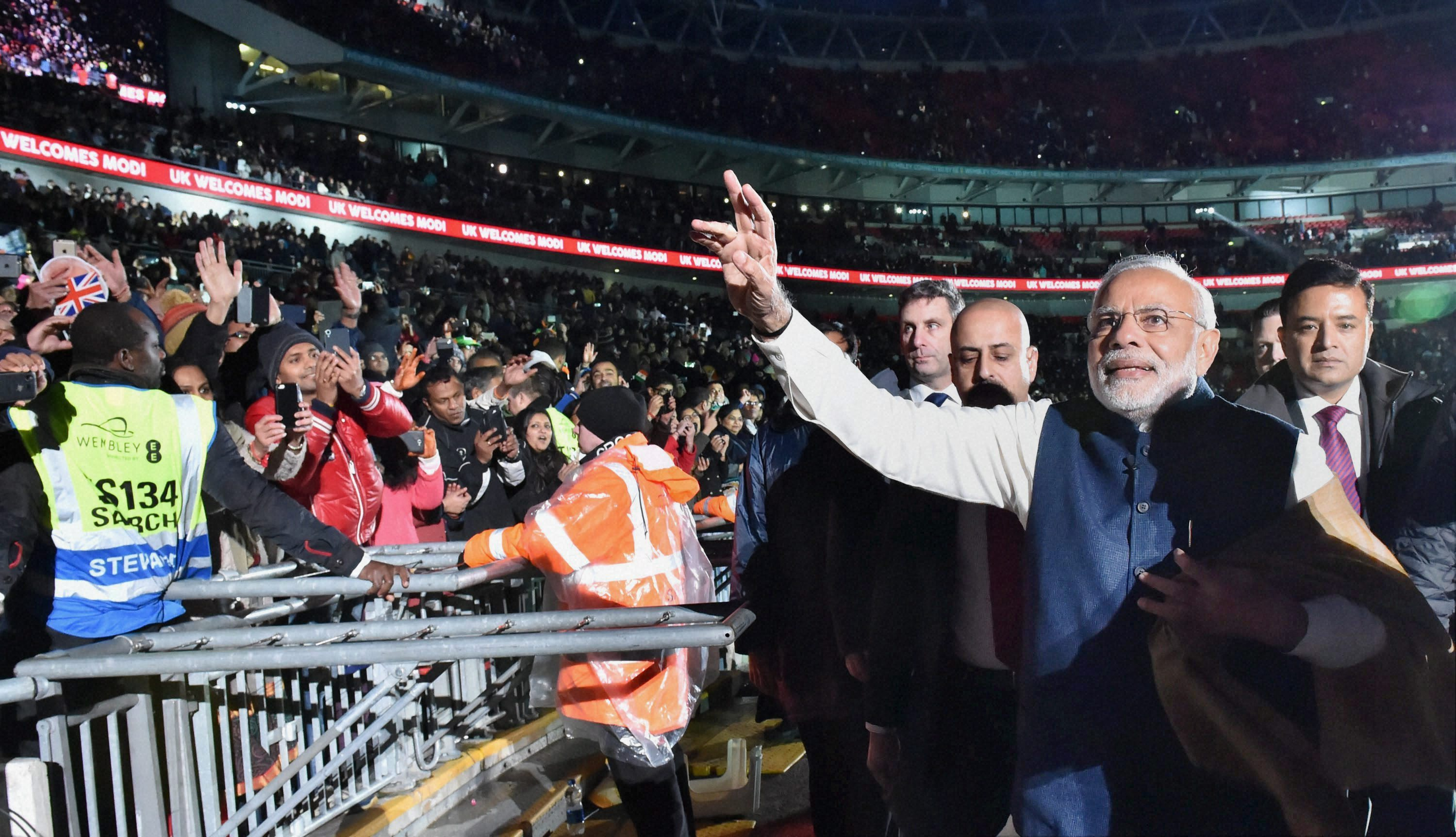 Prime Minister Narendra Modi waves as he leaves Wembley stadium after addressing a rally of British Indians. Credit: PTI