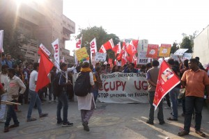 Protesters holding banners  and flags at ITO on November 18. Credit: Sangeeta Barooah Pisharoty
