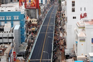 The Usman Road flyover, descending onto South Usman road. It connects two points on the same line but has resulted in severe congestion on normal days beneath it. Credit: Chennai Corporation