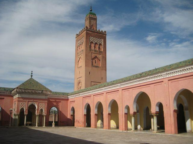 The nner courtyard of the Moorish Mosque, Kapurthala. Credit: Wikimapia