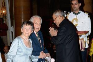 Susanne Rudolph and Lloyd Rudoph receiving their Padma Bhushan awards from President Pranab Mukherjee in January 2014. Credit: PTI
