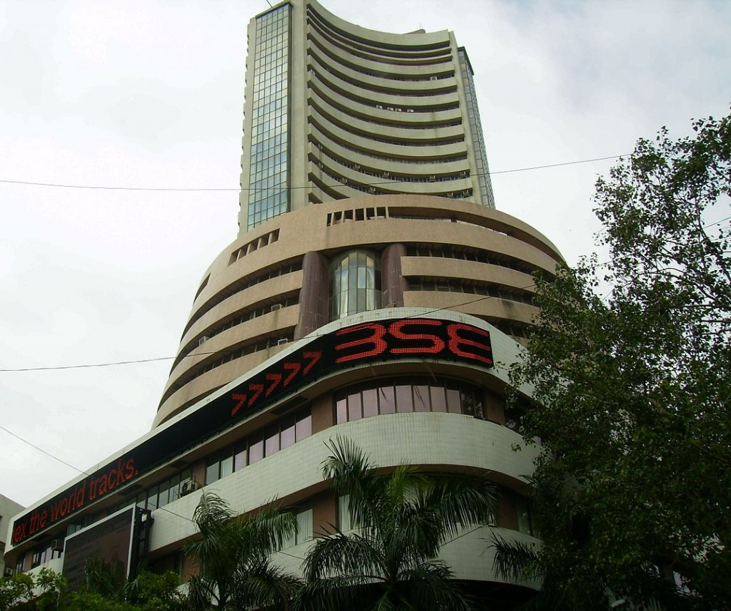 Sensex Crashes by Over 800 Points as Investors Get Spooked by Rupee Fall
