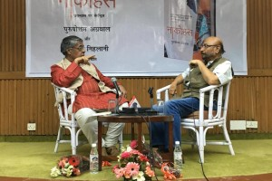 Govind Nihlani in conversation with Purushottam Agrawal, March 9. 2016. Credit: Ritambhara Agrawal