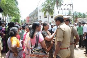 Protests by residents of State Bank Colony in Periyakulam in July 2014 demanding the closure of the TASMAC store. Credit: Sandhya Ravishankar