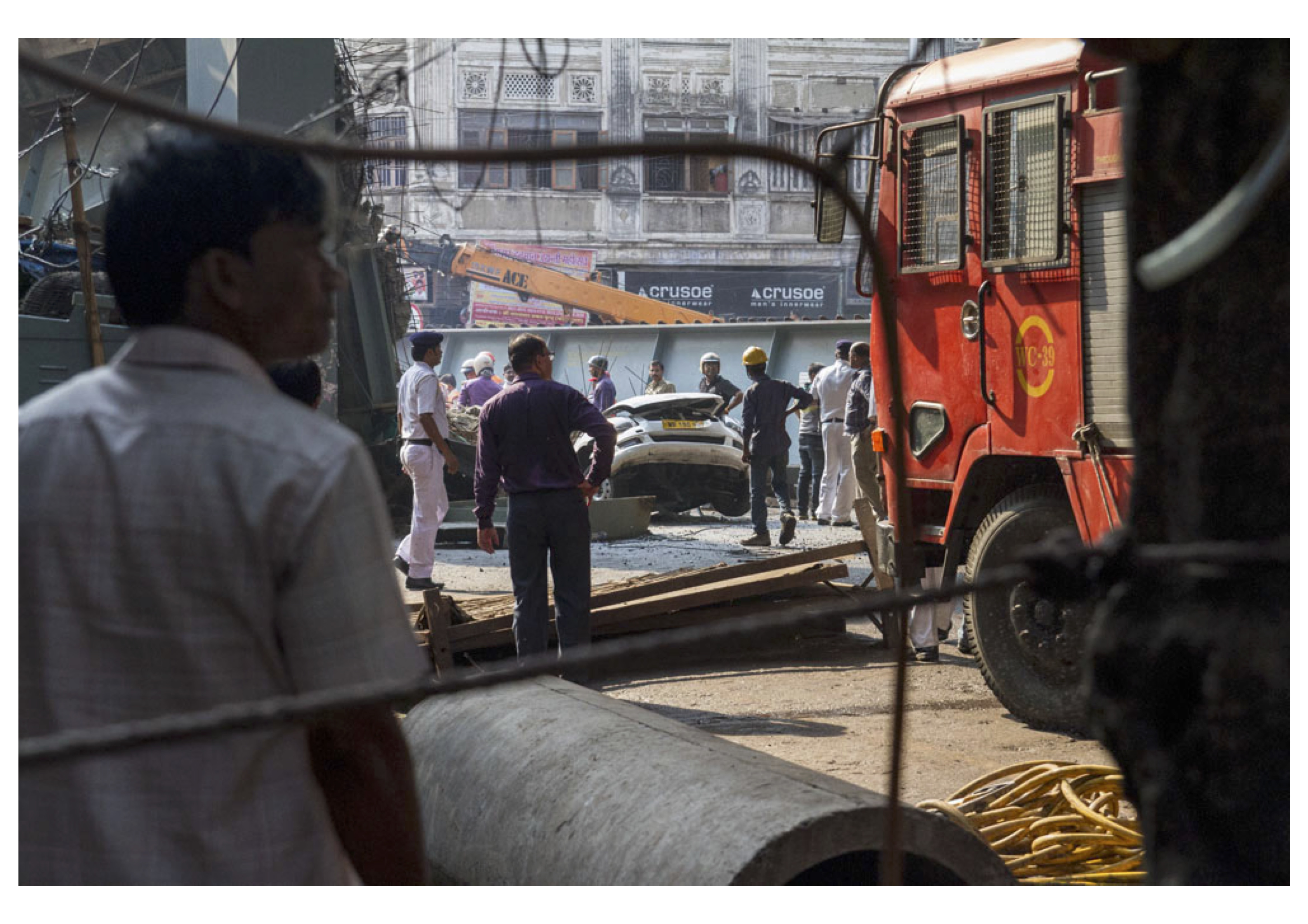 Local residents in Girish Park area of Kolkata fears hundreds of people and vehicles are still trapped under the debris of the flyover.