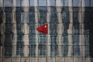 A Chinese national flag flutters at the headquarters of a commercial bank on a financial street near the headquarters of the People's Bank of China, China's central bank, in central Beijing November 24, 2014. Credit: Reuters/Kim Kyung-Hoon/Files