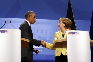 US President Barack Obama and German Chancellor Angela Merkel shake hands after their news conference after their meeting at Schloss Herrenhausen in Hanover, Germany, April 24, 2016. REUTERS/Kevin Lamarque