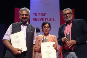 Meher Ali, who won a Red Ink award under the 'Human Rights' category for her story in The Wire on Rohingya refugees, flanked by Siddharth Varadarajan (L) and Sidharth Bhatia (R), founding editors of The Wire. The Wire won the Red Ink for 'Best Media Start-up'.