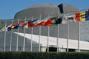 UN Members' flags at the UN Headquarters, New York. Credit: Wikimedia Commons.