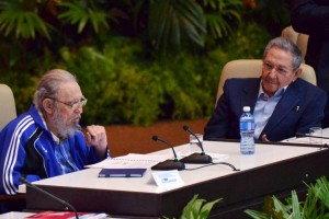 Cuba's former president Fidel Castro (L) sits next to his brother and Cuba's president Raúl Castro during the closing ceremony of the seventh Cuban Communist Party (PCC) congress in Havana April 19, 2016. Credit: Omara Garcia/Courtesy of AIN/Handout via Reuters