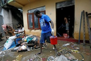 A man cleans his house which was affected by the floods in Biyagama, Sri Lanka May 22, 2016. Credit: Reuters/Dinuka Liyanawatte