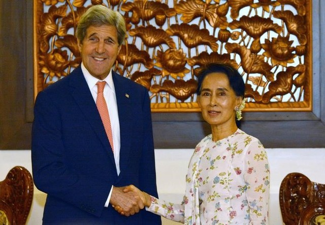 "Suu Kyi Calls For ""Space"" to Address Myanmar's Rohingya Issue During Kerry's Visit"