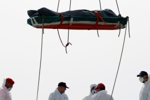 A dead body is disembarked from the Italian Navy vessel Vega at the Reggio Calabria harbour, southern Italy, May 29, 2016. Credit: Reuters/Antonio Parrinello