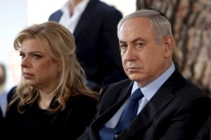 Israeli Prime Minister Benjamin Netanyahu sits with his wife Sara during the state funeral ceremony of Israel's former president Yitzhak Navon at the Mt. Herzl Cemetery in Jerusalem November 8, 2015. Credit: Reuters/Gali Tibbon/Pool/Files
