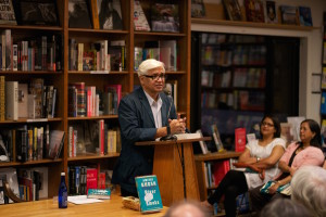 Amitav Ghosh at a reading. Credit: Wikimedia Commons