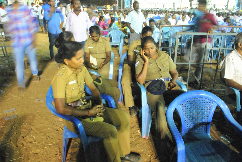 Policewomen hang out at a DMK rally in Trichy. Credit: Rohini Mohan