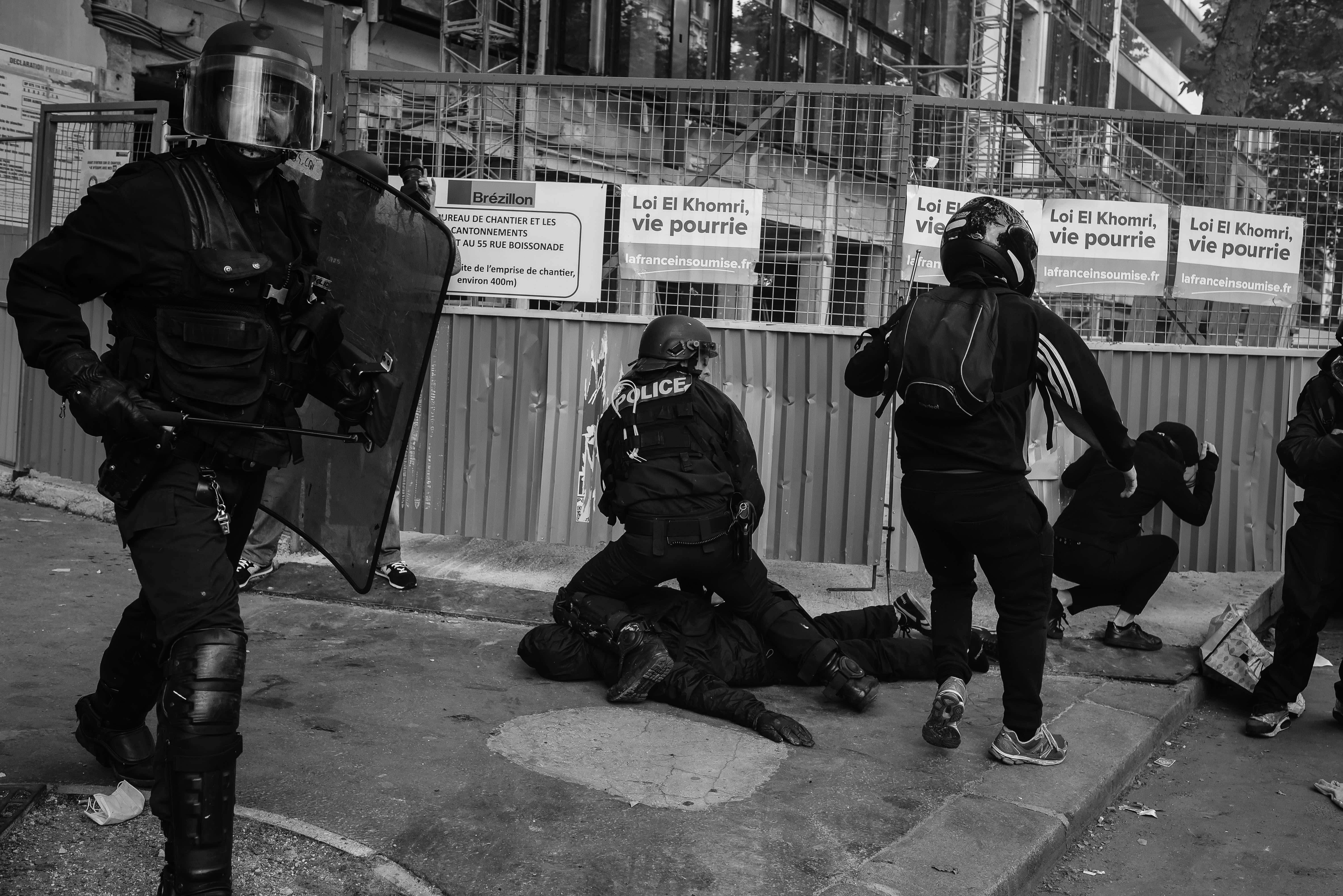 The Police making an arrest during the 14 June demonstration. The signs behind read The El Khomri law is a rotten law. Rebellious France. Credit: Laurent Gayer