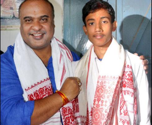 Himanta Biswa Sarma with Sarfaraz Hussain. Credit: Twitter