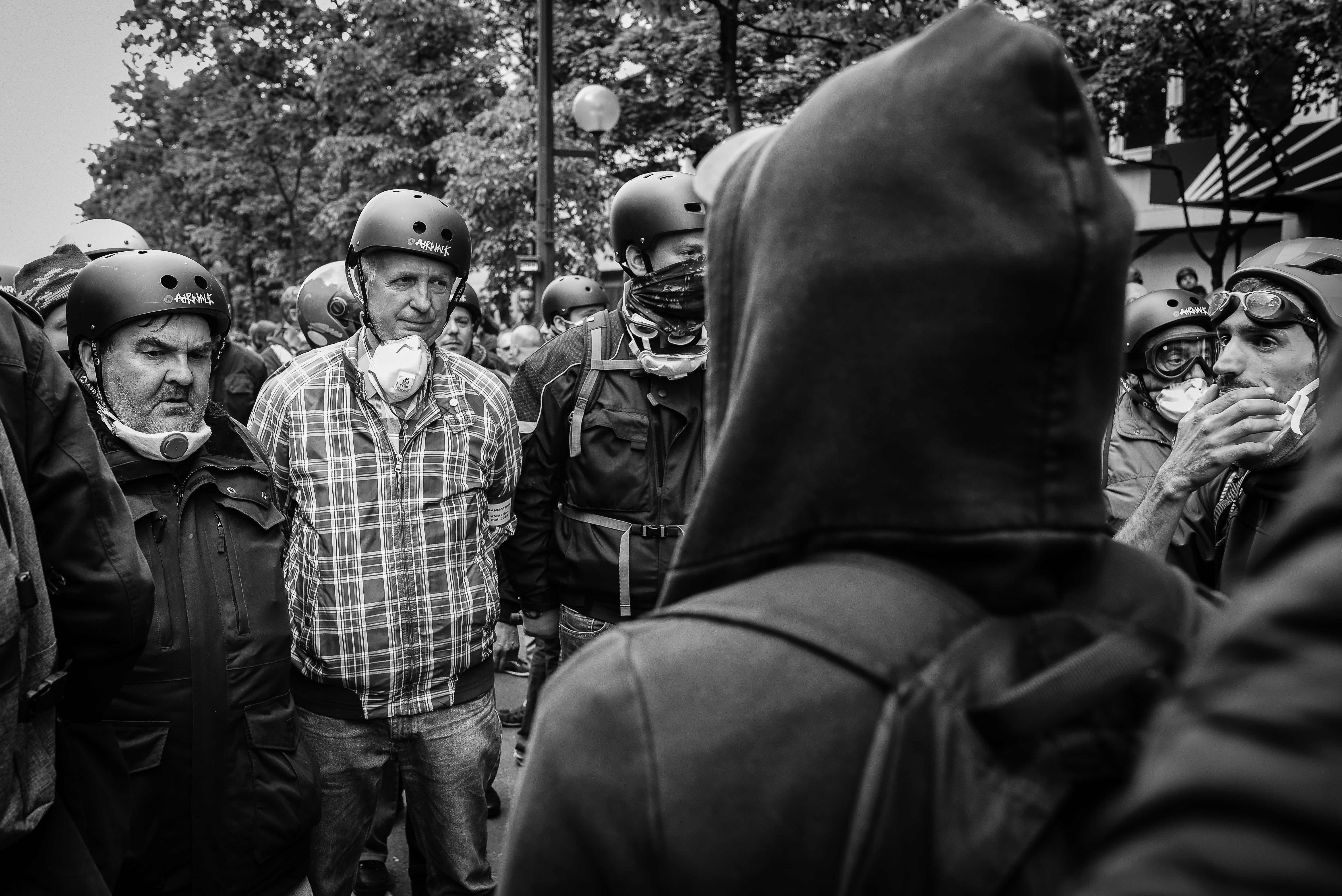 A showdown between the security personnel of the CGT and members of the cortège de tête. Paris, 17 May 2016. Credit: Laurent Gayer