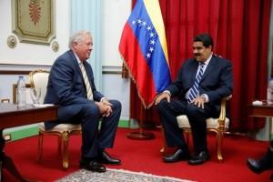 Venezuela's President Nicolas Maduro attends a meeting with U.S. diplomat Thomas Shannon at Miraflores Palace in Caracas, Venezuela June 22, 2016. Credit: Reuters/Carlos Garcia Rawlins