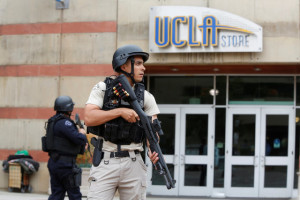 A Los Angeles Metro Police officer stands watch on the University of California, Los Angeles (UCLA) campus after it was placed on lockdown following reports of a shooter in Los Angeles, California June 1, 2016. Credit: Reuters/Patrick T. Fallon