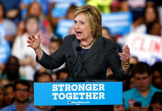 Clinton Lays Out 'Progressive' Vision for US Economy, Warns Against a Trump Presidency Recession